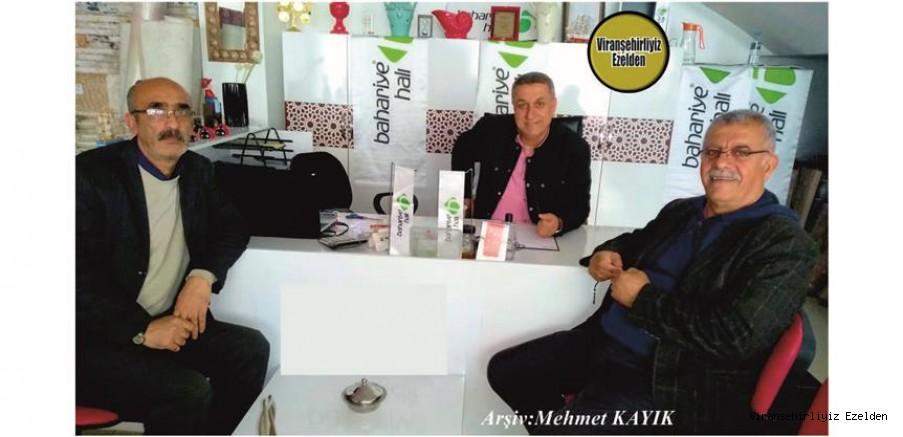 Geçmiş Günlerde Viranşehir'de Biraraya gelmiş, Mehmet Adnan Ayaz, Kuzeni Durgam Özer(Kaptan Doğan) ve Abdulmelik Alkan(Saatçı Melik)